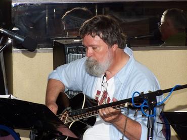 Jun_9_2007_014_vagabond_bassist