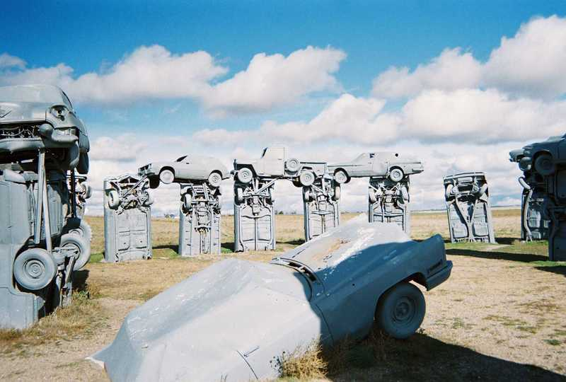 http://middlewesterner.typepad.com/photos/uncategorized/carhenge2_10240608.jpg